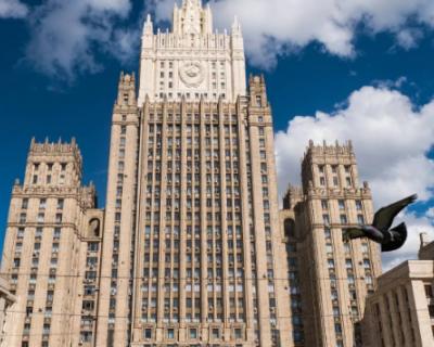 В Москве заявили о попытках разрушить отношения между президентами России и Франции