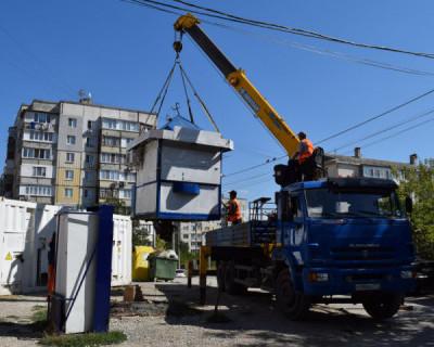 Каким образом сегодня сносят ларьки в Севастополе? Как выясняется, самым бесцеремонным!