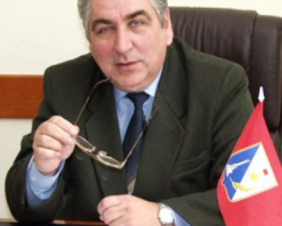 В Севастополе в партию вступить легко?