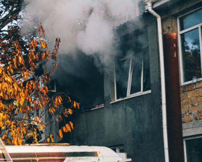 Севастопольские сотрудники МЧС вывели 12 человек из задымленных помещений, спасли троих жителей многоквартирного дома и трех котов