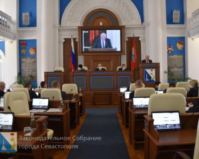Коммунизм не побеждён, но зарплату севастопольские депутаты получать будут