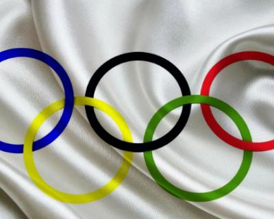 Российским спортсменам запретили выступать под национальным флагом