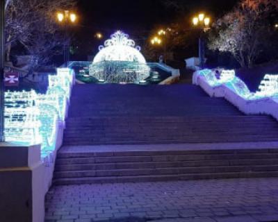 В Севастополе к Новому году установили 700 световых инсталляций