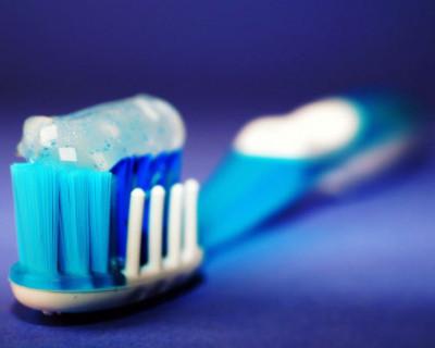 Использование зубной пасты позволяет сократить риск заражения коронавирусом