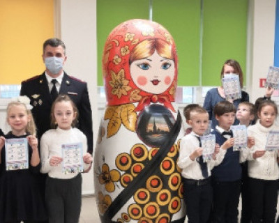 Госавтоинспекция предложила «пристегнуть» Севастополь и подарила школам двухметровые матрёшки