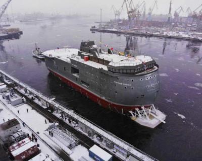 В Петербурге спустили на воду уникальную ледоходную платформу