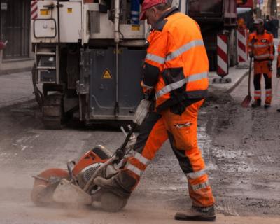 При ремонте дорог в Севастополе особое внимание уделили безопасности