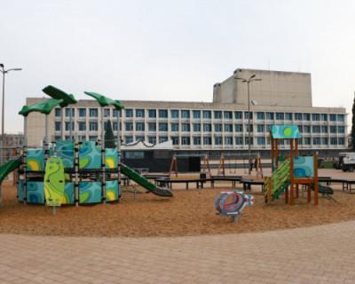 В Севастополе завершено благоустройство площади у ДКР и сквера Бузина