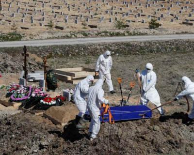 В последний путь: как в Севастополе хоронят погибших от коронавируса