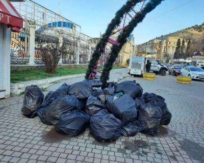 Как коммунальщики Севастополя отмечали праздник, да про мусор забыли