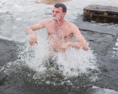 Врач рассказала о мерах предосторожности во время крещенских купаний