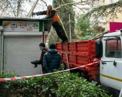 В Ялте начался снос нестационарных торговых объектов