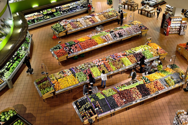 Семейная пара попалась на краже в супермаркете