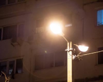 В Севастополе проводятся работы по обустройству наружного освещения во дворах