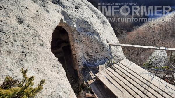 церковная скала храм череп крым