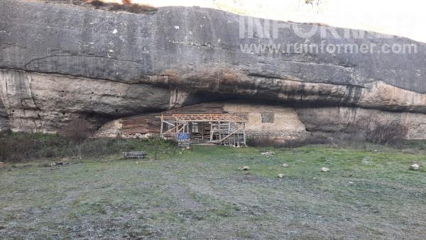 скалы в виде бочонков Крым