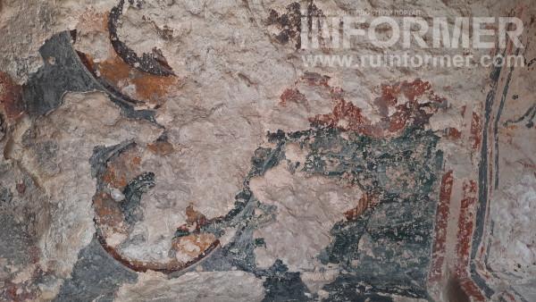 остатки уникальных древних фресок