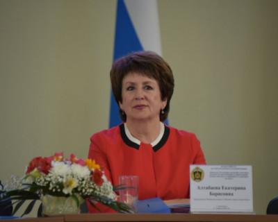 Сенатор от Севастополя Алтабаева получает доход, который делает её довольной жизнью