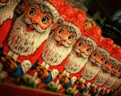 В Севастополе продолжается выдача сладких подарков детям