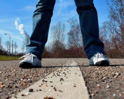 Михаил Развожаев поручил очистить улицы и тротуары Севастополя от песка