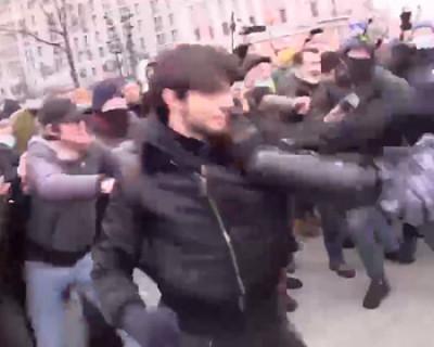Жителя Чечни, устроившего драку с полицейскими на митинге протеста, задержали на границе