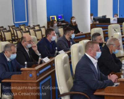 На первом заседании IV сессии Заксобрания Севастополя депутаты преимущественно приводили региональные законы в соответствие с федеральным законодательством