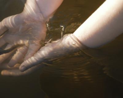 ГУПС «Водоканал» грозит должникам отключениями, а вода рекой течёт по улице