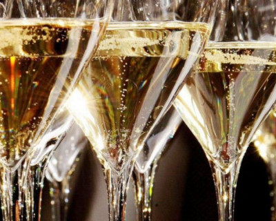 В Крыму установили минимальную цену для розничной продажи шампанского.