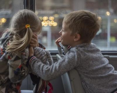 Севастопольским семьям с детьми-инвалидами по слуху компенсируют проезд к месту обучения и обратно