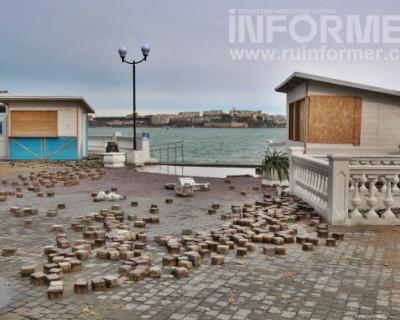 Как выглядит набережная Севастополя после непогоды (ФОТО)