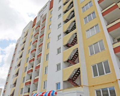 Губернатор Севастополя вручил ключи от квартир в доме для реабилитированных народов