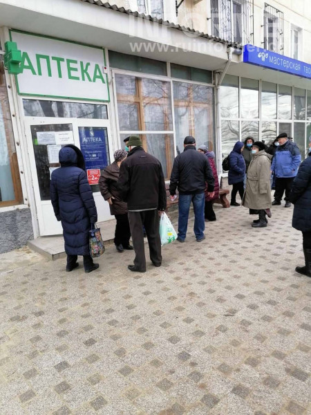 очередь в аптеку залекарствами Севастопоь