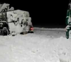 Военнослужащие Черноморского флота оказывают помощь в ликвидации последствий снегопада в Крыму