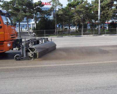 В Севастополе чистят дороги