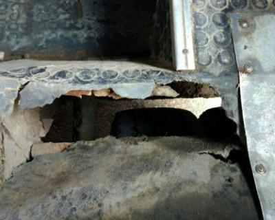 В симферопольской маршрутке провалился пол, с обуви женщины оторвало подошву