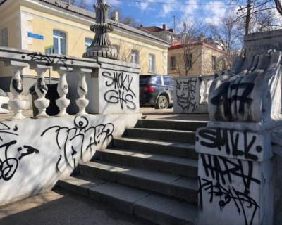 В Севастополе задержаны хулиганы, испортившие внешний облик центра города