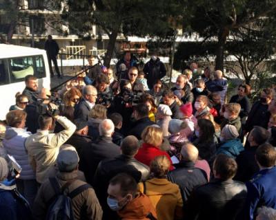 Глава Крыма обсудил проблему Форосского парка с жителями поселка