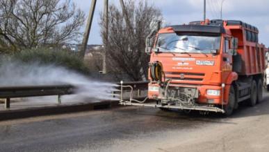 В рамках месячника благоустройства Севавтодор чистит дороги