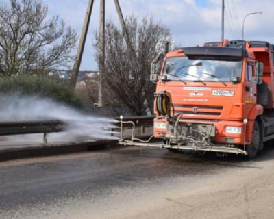В рамках месячника благоустройства «Севавтодор» чистит дороги