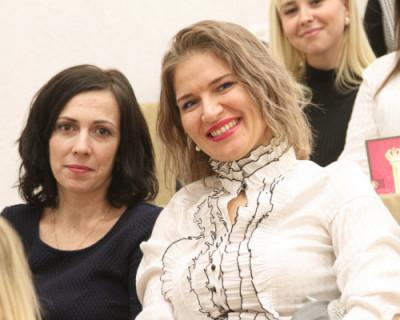 Сотрудниц УМЧС Севастополя поздравили с Международным женским днём
