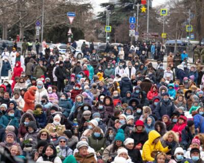 Особенным подарком для женщин Севастополя стал «Белый концерт»