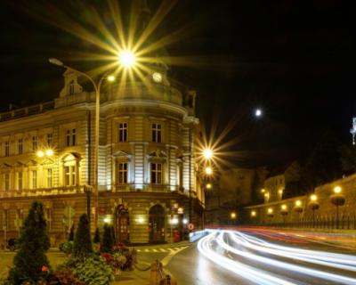 Детские площадки в Севастополе обустраивают наружным освещением