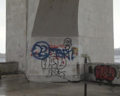 Полиция разыскивает вандалов, осквернивших обелиск «Городу-Герою Севастополю»