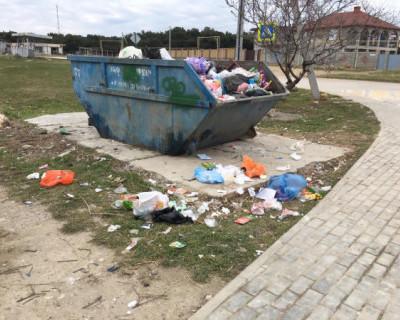 Севастопольцы, жители района Красная горка, просят власти города обратить внимание на проблему мусорных свалок