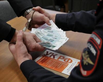 В Севастополе мужчина проник в дом и украл 17 тысяч рублей