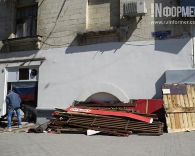 Центр Севастополя освобождают от незаконных пристроек (фото)