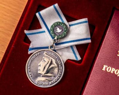 Награжденные медалью Даши Севастопольской получат повышенные денежные выплаты