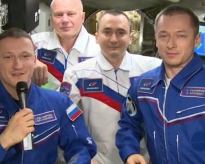 Космонавты поздравили россиян с праздником (ВИДЕО)