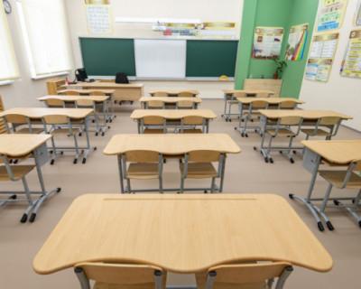 Школы Севастополя принимают заявления о зачислении детей в первые классы
