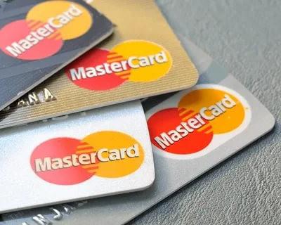 В Кремле допустили запрет на использование карт Visa и Mastercard